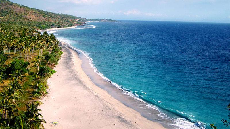 Pantai-Senggigi-tempat-wisata-di-lombok