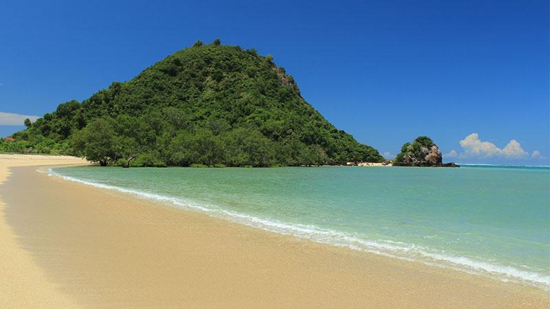 pantai-kuta-lombok-nusa-tenggara-barat
