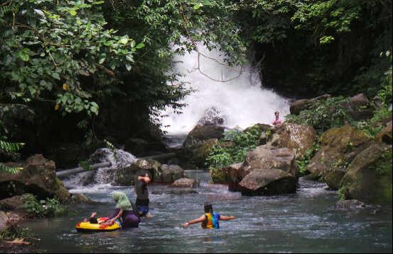 tempat-wisata-lombok-aik-nyet-sesaot