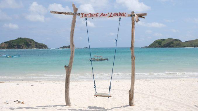 tempat-wisata-lombok-pantai-tanjung-aan