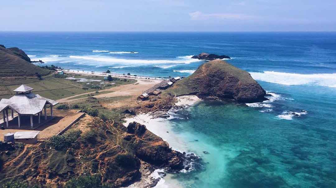 tempat-wisata-lombok-pantai-seger-kuta